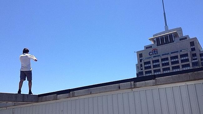 为把刺激图片Po上网 悉尼众少年爬城市高楼顶 – 澳洲新闻 – 悉尼-澳洲唐人街