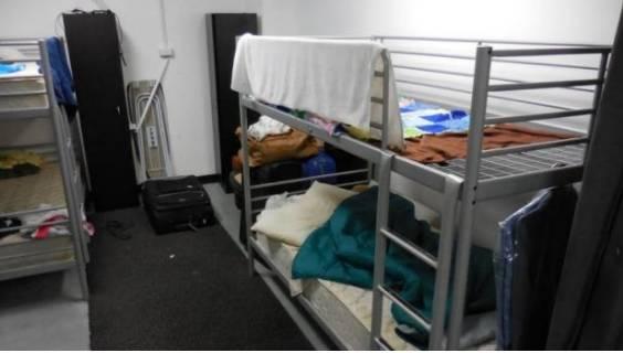 Australian media revealed that 58 international students were forced to squeeze in one room! The accommodation is not as good as the pigsty... the house is rancid and rubbish everywhere!