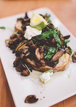 猫本蘑菇这么贵,当然要在brunch裡吃个够啦~