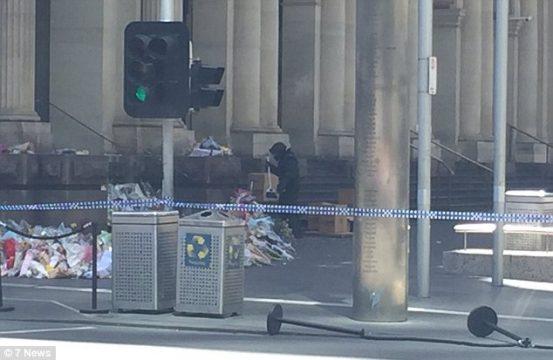 3CAD89C900000578-4174322-Victoria_Police_confirmed_the_Bomb_Response_Unit_is_at_the_scene-a-59_1485829210377.jpg