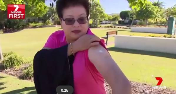 女子打高尔夫却惨遭袋鼠疯狂攻击,只能拿起球棒反击!最后被袋鼠抓伤-澳洲唐人街