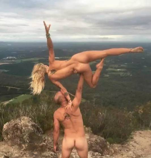 澳洲男拍了裸体日历送女友,结果几千澳人跟着一起脱了-澳洲唐人街