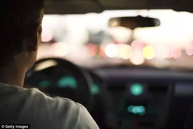 司机超速被拦下,竟然对警察说:「我刚洗完车,开快点想讓车吹乾」澳洲警察列10+超速奇怪理由!-澳洲唐人街