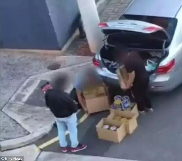 澳洲妈妈超市拍下影片惹争议,一群亚裔每天早上扫空奶粉货架-澳洲唐人街