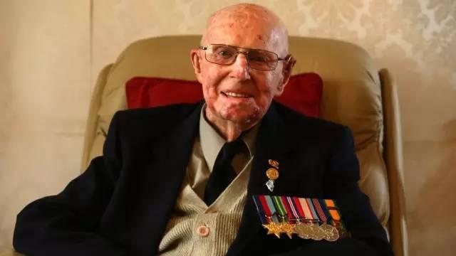 澳洲一位101岁的老人患癌却依然坚持治疗,就连医生都劝他放弃,可是结局却让网友们心生敬畏-澳洲唐人街