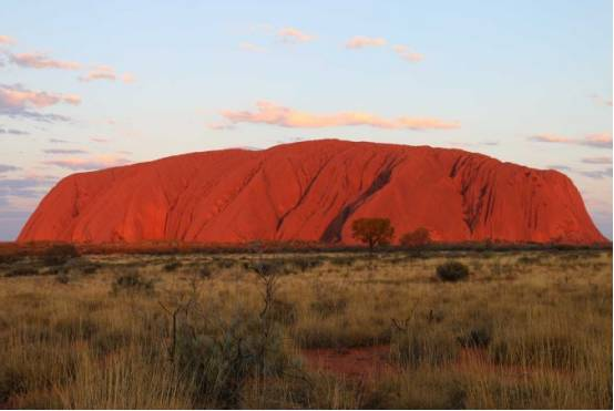澳洲著名的红石头乌鲁鲁2019年起永久禁止遊客攀爬,且爬且珍惜吧-澳洲唐人街