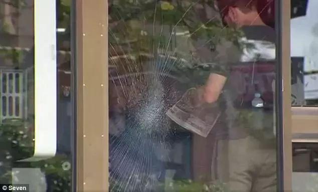 影片:墨尔本St Kilda被数百黑人歹徒霸佔,聚众斗殴抢劫路人-澳洲唐人街