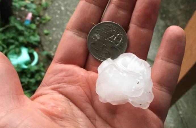 巨大冰雹席卷墨尔本!125km/小时狂风暴雨,10万家停电,洪水闪电、一天降温20度、City被水淹了⋯⋯-澳洲唐人街