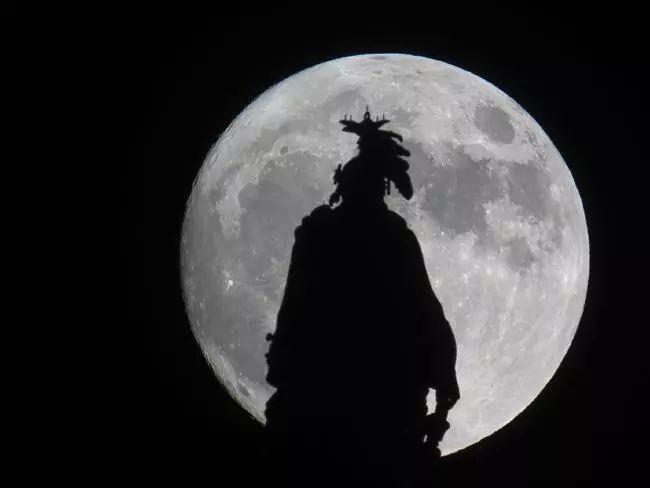今晚澳洲将迎来超级月亮,本月还有更稀罕的蓝月和血月!新年烟火原來只是铺垫-澳洲唐人街