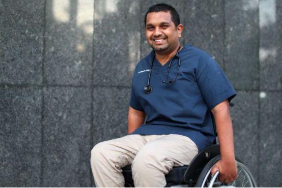 勵志:他四肢癱瘓、身負殘疾,卻成功當上澳洲醫生-澳洲唐人街