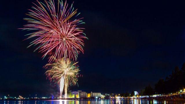 1024px-Fireworks_Australia_Day_-_Port_Lincoln_Tunarama_-_South_Australia-750x444.jpg