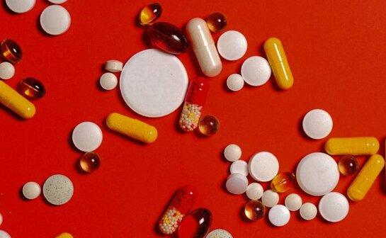 Судалгаанаас үзэхэд ижил эмийн үнэ нь хаана амьдарч байгаагаасаа хамаараад 4 дахин их байж болно.